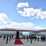 Президент Беларуси Александр Лукашенко прилетел на Boeing 767-300. Его встретил премьер-министр КР Мухаммедкалый Абылгазиев