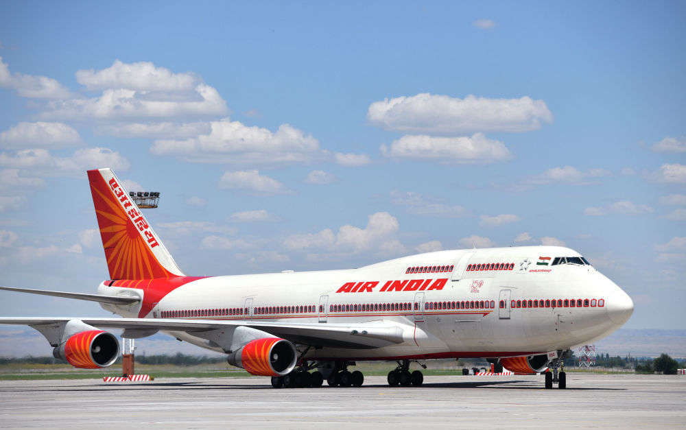 Премьер-министр Индии Нарендра Моди, помимо участия в саммите, прилетел с официальным визитом. Он прибыл на самолете Boeing 747-400. В аэропорту его встретил вице-премьер КР Замирбек Аскаров