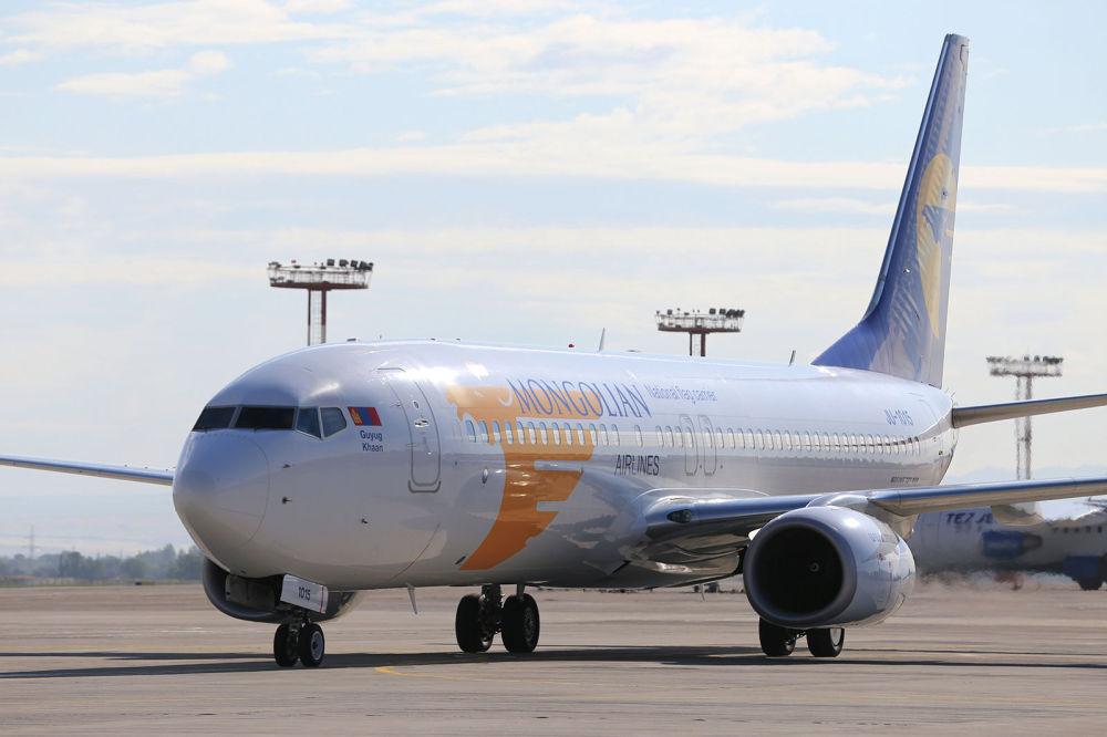 Монгольский президент Халтмаагийн Баттулга прибыл с официальным визитом еще 12 июня. Это его первое посещение Кыргызстана. Глава Монголии прилетел на Boeing 737-800, который обслуживает компания Mongolian Airlines. В аэропорту его встретил премьер-министр Мухаммедкалый Абылгазиев