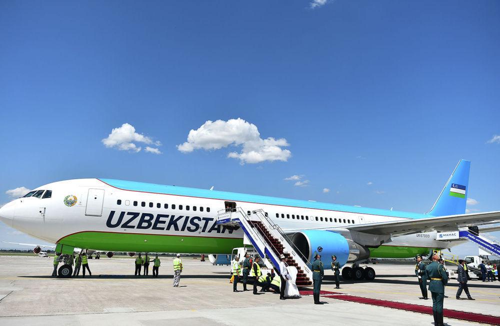 Президент Узбекистана Шавкат Мирзиёев прибыл на Boeing 767-300, обслуживаемый компанией Uzbekistan Airways. В аэропорту его встретил премьер-министр Мухаммедкалый Абылгазиев