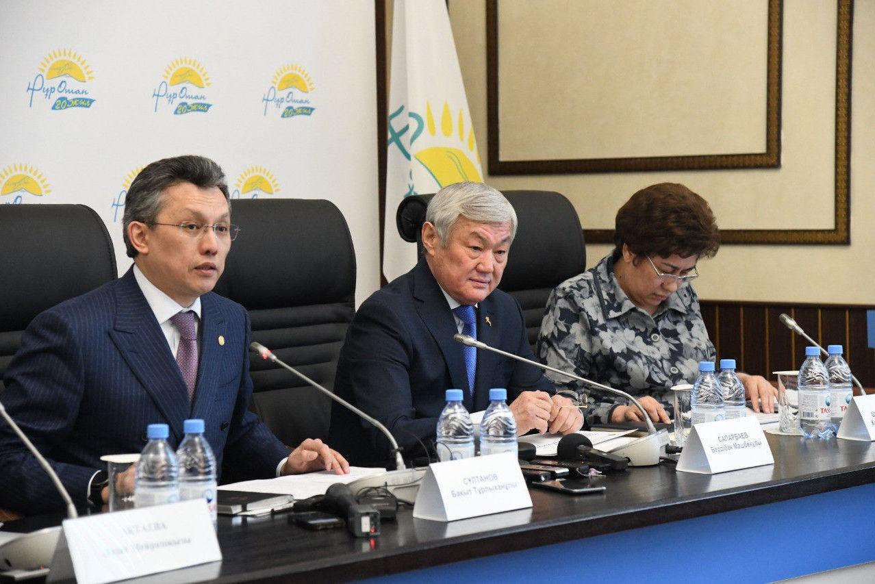 Бердибек Сапарбаев, Куляш Шамшидинова, Бахыт Султанов встретились с многодетными матерями и матерями, воспитывающими детей-инвалидов