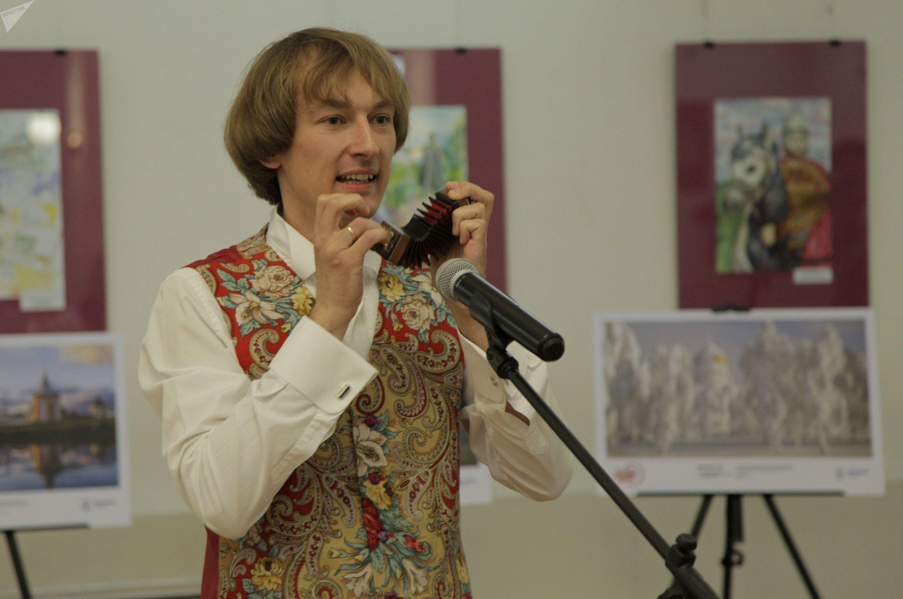 Российский виртуоз-гармонист Павел Уханов в Нур-Султане