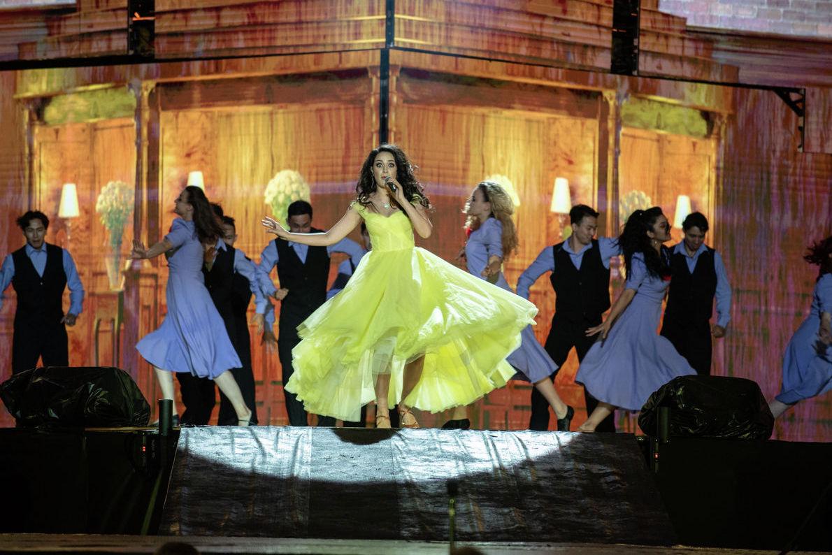 Певица Зарина Алтынбаева во время шоу