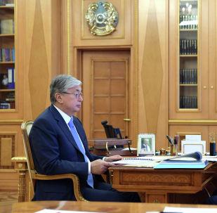 Президент Казахстана Касым-Жомарт Токаев на встрече с премьер-министром Аскаром Маминым
