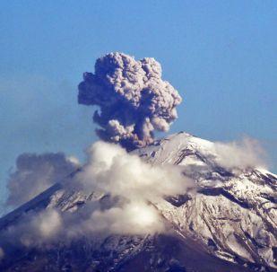 Вулкан Попокатепетль в Мексике, архивное фото