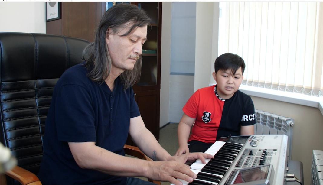 Заслуженный деятель Республики Казахстан Улыкпан Жолдасов и Ержан Максим