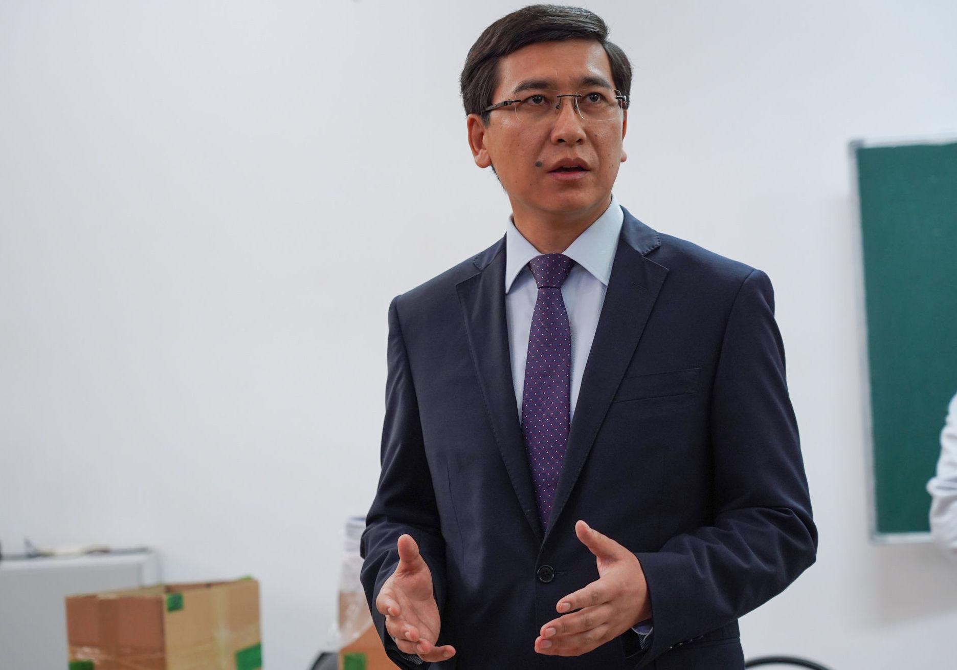 Министр образования и науки Казахстана Асхат Аймагамбетов перед началом ЕНТ 2019