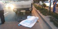 Эвакуатор сбил женщину на ул. Саина
