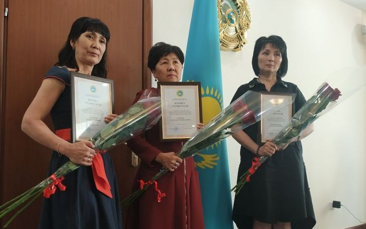 В столице наградили сотрудниц Минобразования, проявивших героизм в Арыси
