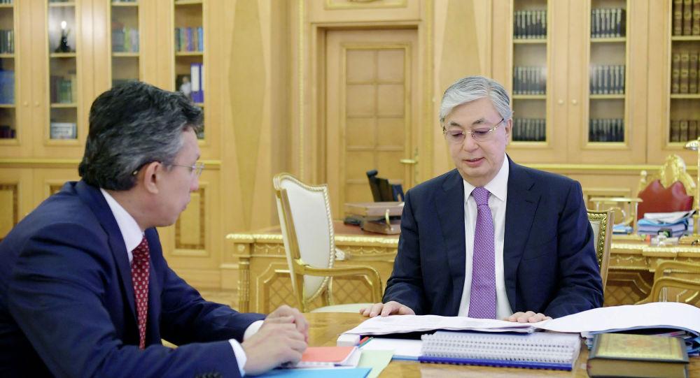 Президент Казахстана Касым-Жомарт Токаев и министр торговли и интеграции Бахыт Султанов