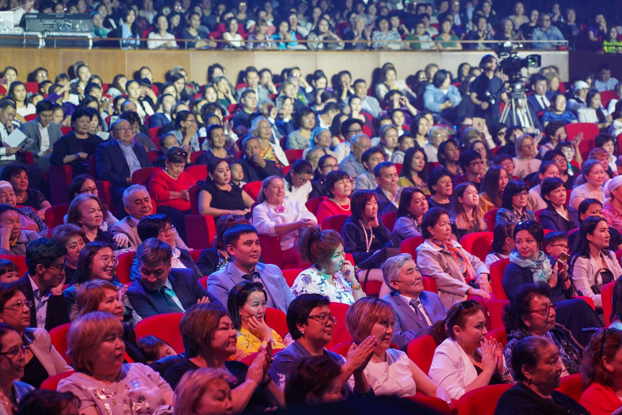 Зрители на концерте Ержана Максима