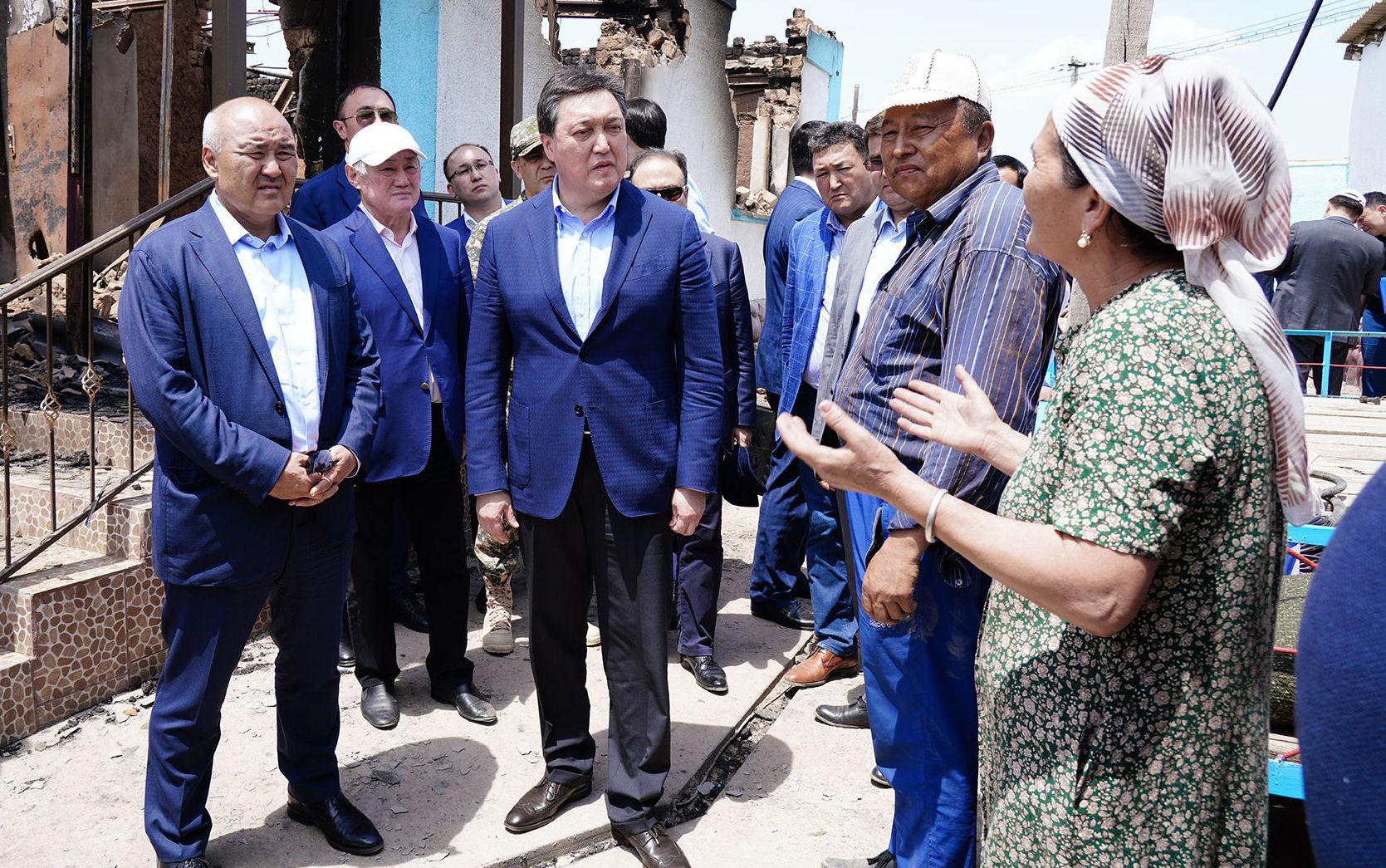Премьер-Министр РК Аскар Мамин во главе правительственной комиссии посетил г. Арысь и осмотрел жилые микрорайоны и социальные объекты города, пострадавшие от ЧС