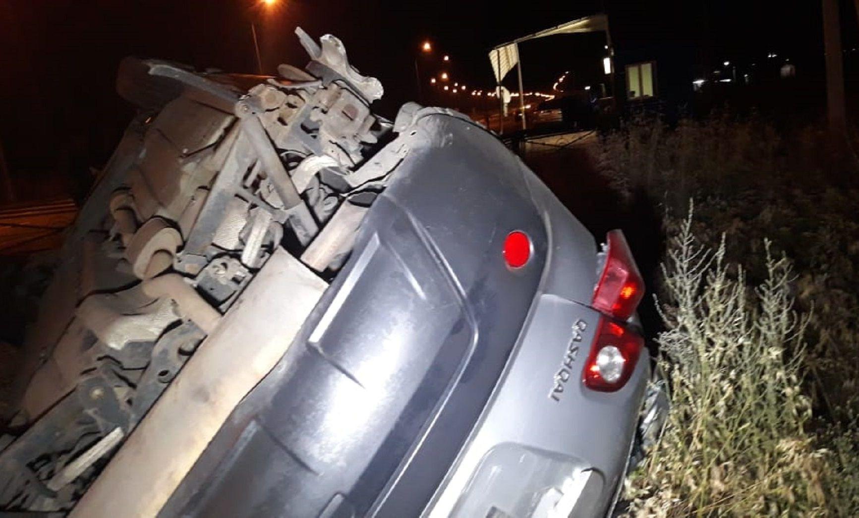 Автомобиль снес конструкции поста полиции в Алматы: пострадали 2 человека