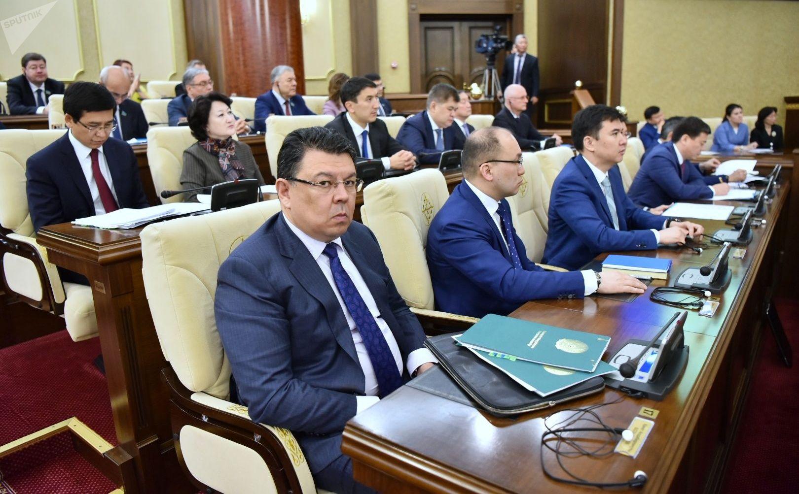 Канат Бозумбаев на совместном заседании депутатов парламента Казахстана