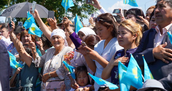 На торжественной церемонии подъема государственного флага в честь Дня столицы