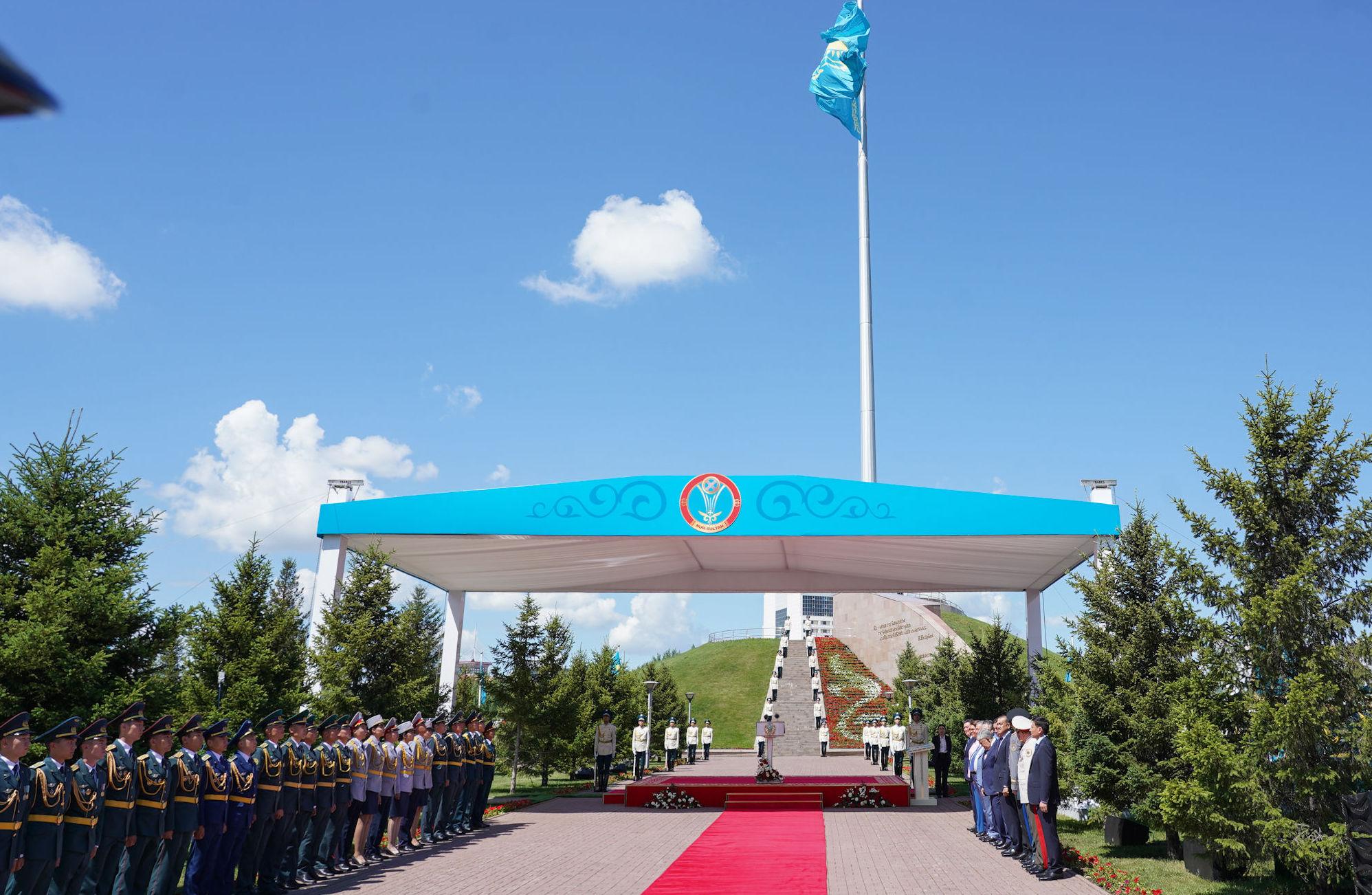 Торжественная церемония подъема государственного флага в честь Дня столицы