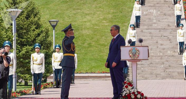 Президент Казахстана Касым-Жомарт Токаев на торжественной церемонии подъема государственного флага в честь Дня столицы