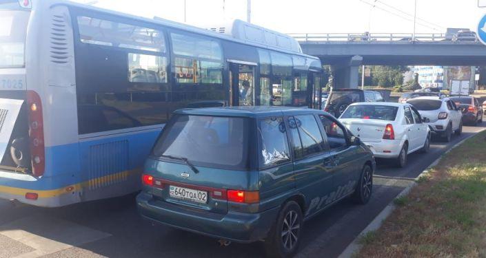 Мицубиши столкнулся с автобусом на пр. Рыскулова