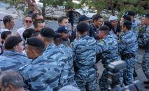 Полицейские во время несанкционированного митинга, архивное фото