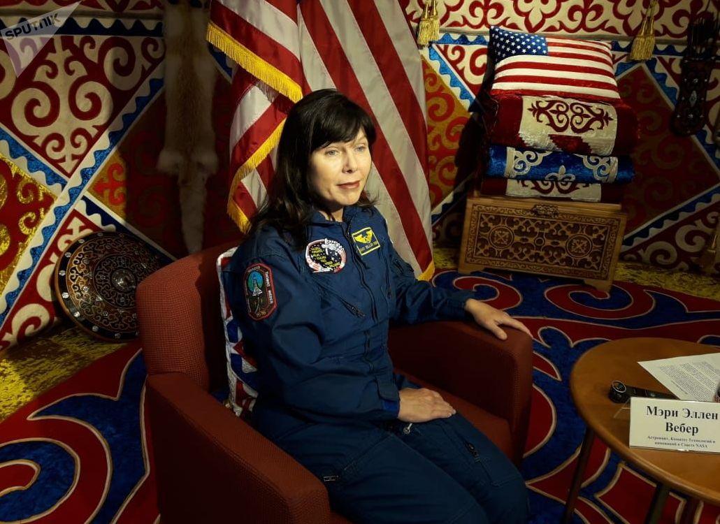 Впервые в космос Мэри Эллен полетела в 1995 году на борту корабля Discovery