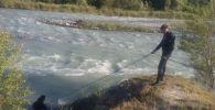 Тело мальчика ищут в реке Каратал