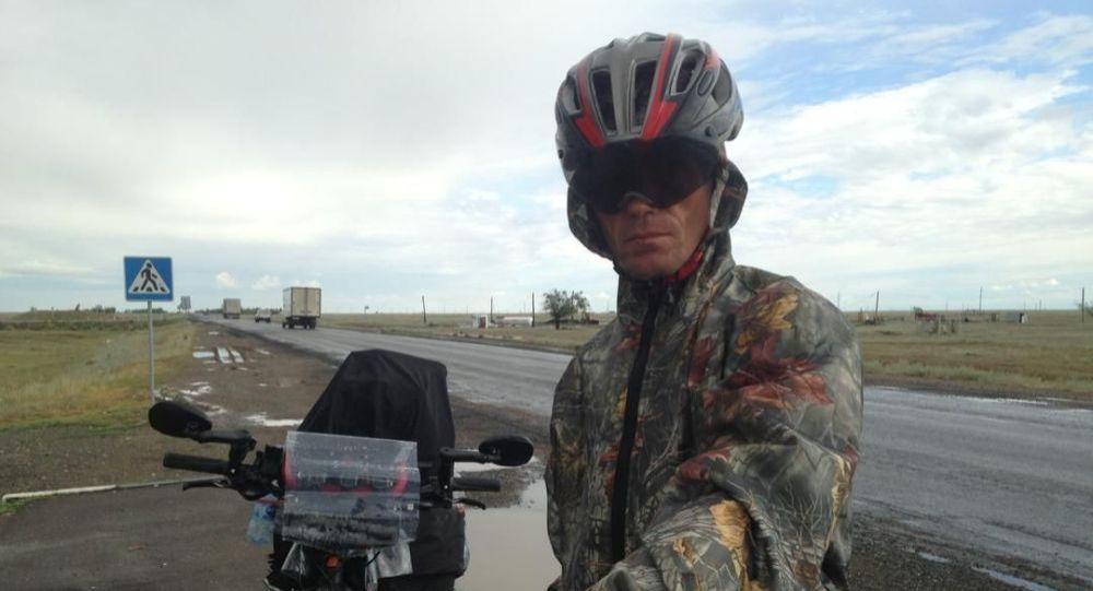 Сергей Прядко, отправившийся из Бишкека во Францию на велосипеде