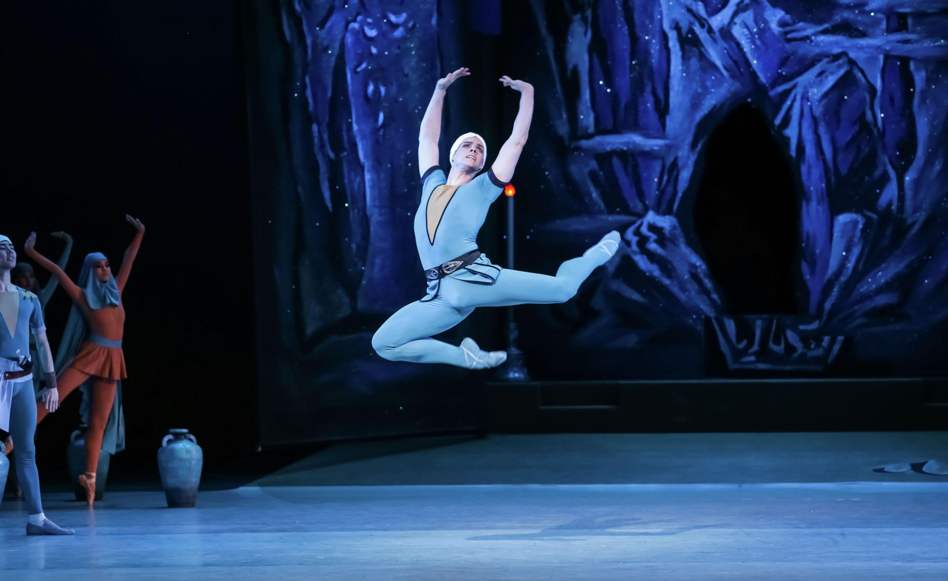 Ведущий солист театра Астана Балет - Илья Манаенков, исполнивший партию Ферхада во второй премьерный день