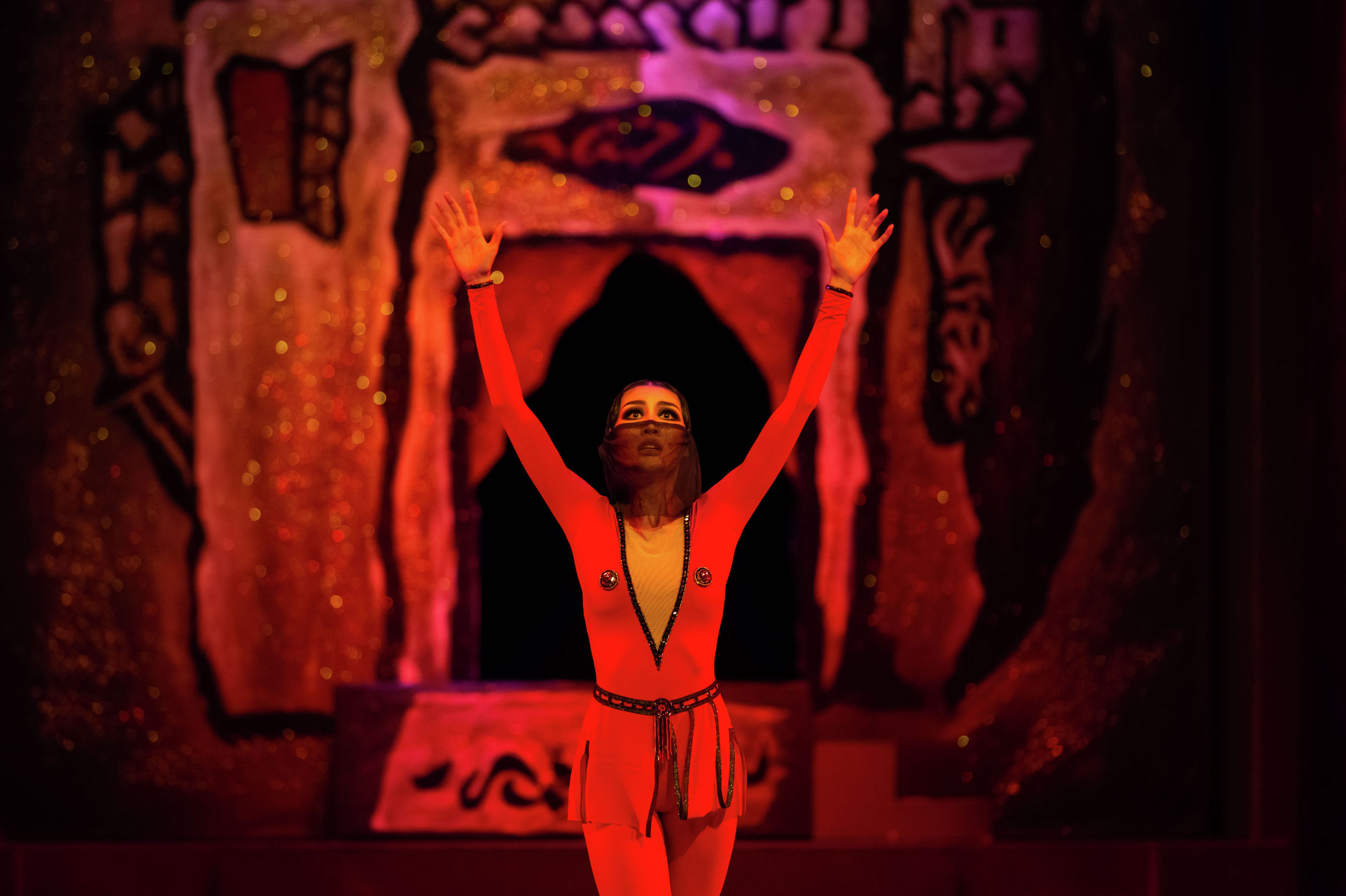 На фото ведущая солистка Театра Астана Балет - Айжан Мукатова