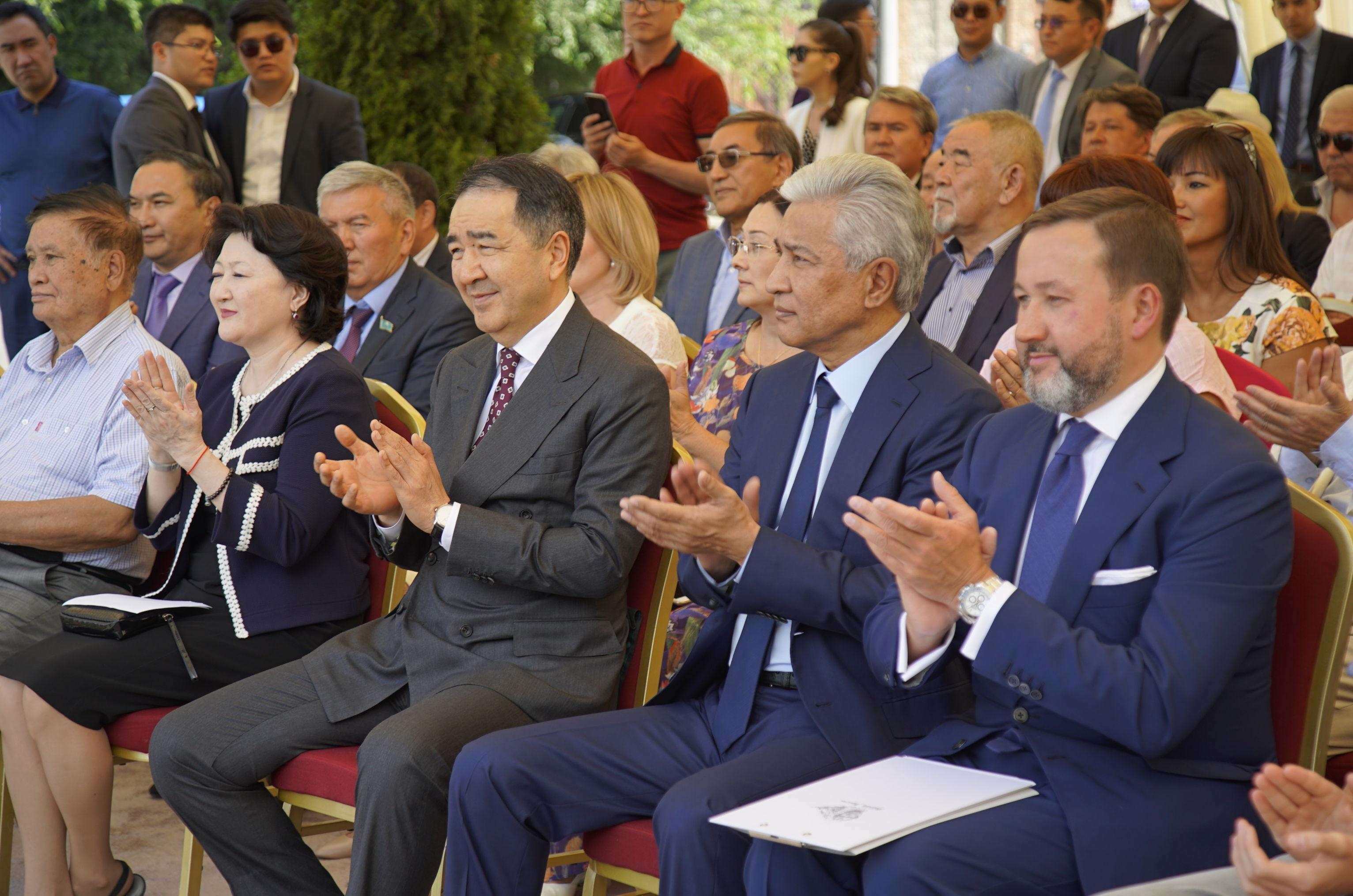 Бакытжан Сагинтаев и Имангали Тасмагамбетов на открытии улицы, названной в честь башкирского поэта и писателя Мустая Карима в Алматы
