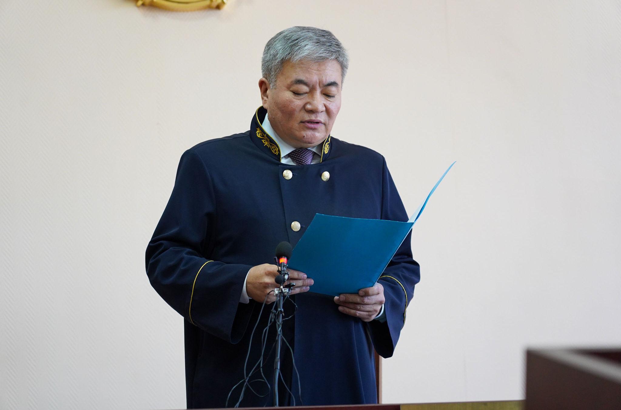 Судья оглашает приговор вице-министру образования и науки Эльмире Суханбердиевой