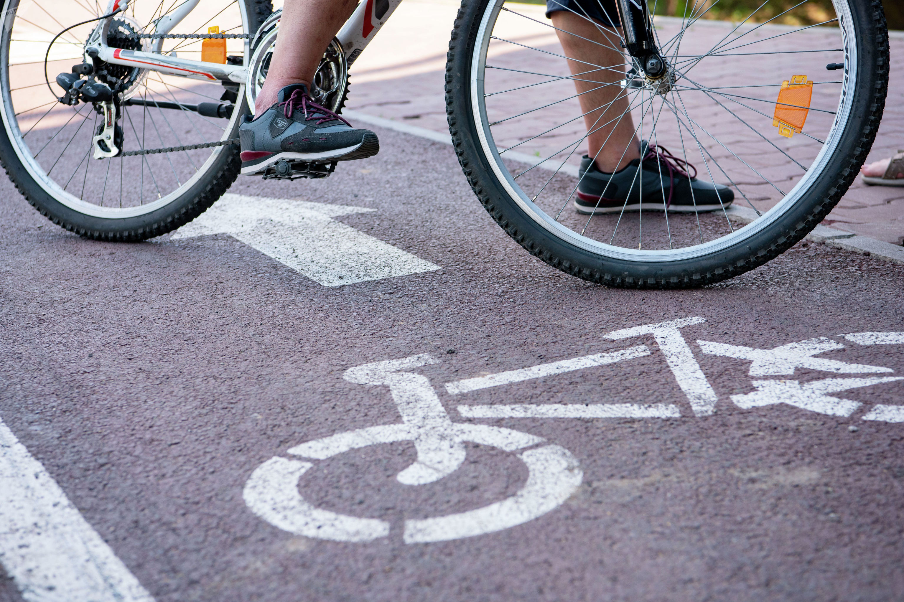 Велодорожка под мостом Архар в Нур-Султане