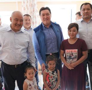 Премьер Аскар Мамин и аким Туркестанской области Умирзак Шукеев посетили дом жительницы Арыси