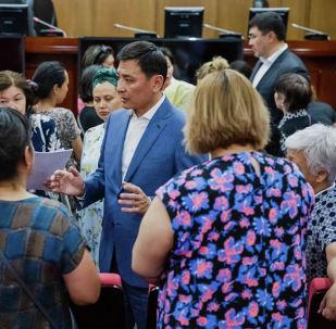 Алтай Кульгинов на встрече с многодетными женщинами