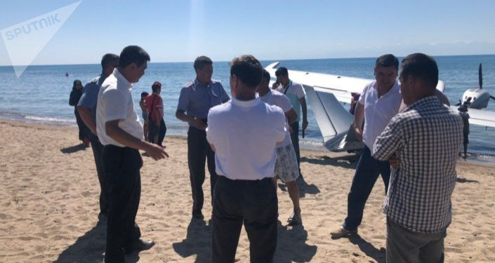 К поискам казахстанца привлекли 167 сотрудников милиции, а над озером их ведут с помощью самолета-амфибии