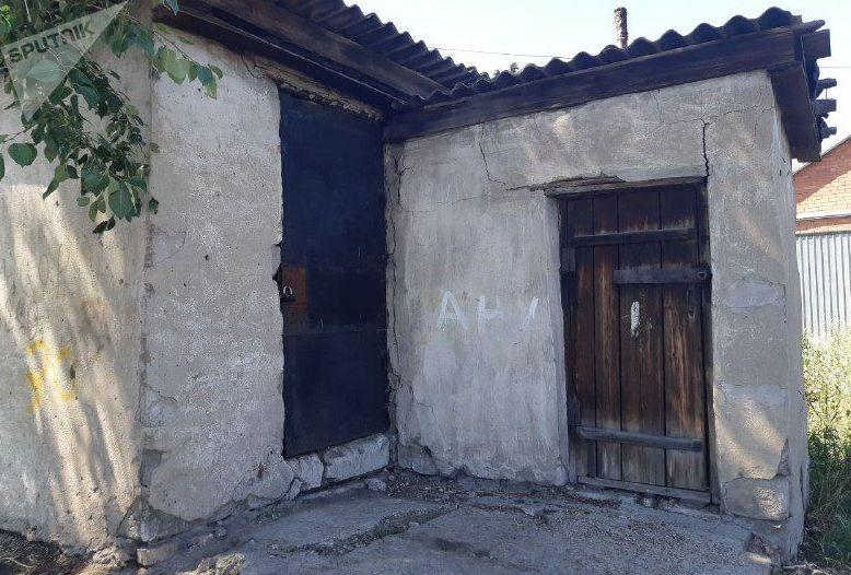 Место, где три человека погибли при попытке прочистить септик