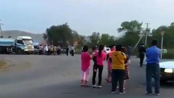 Жители садового общества Восход вышли на улицу после отключения света