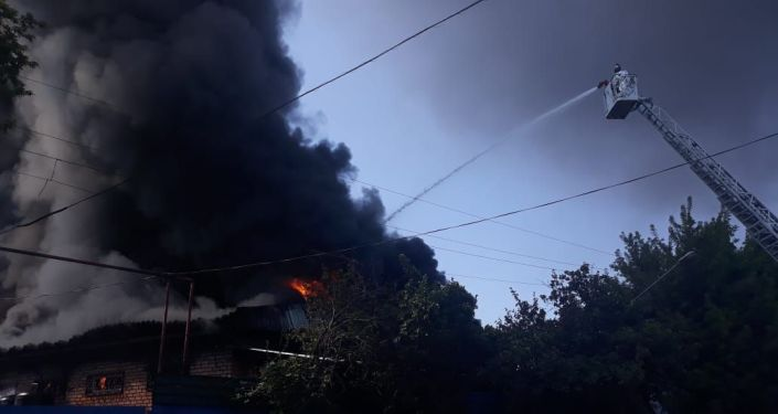 Разгорающийся пожар в Жетысуском районе