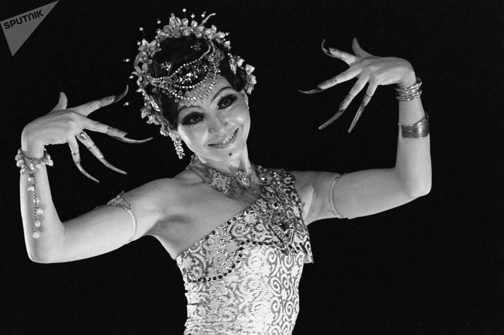 Гүлдер эстрадалық-би ансамблінің балет тобының бишісі Гүлнәр Мурабова