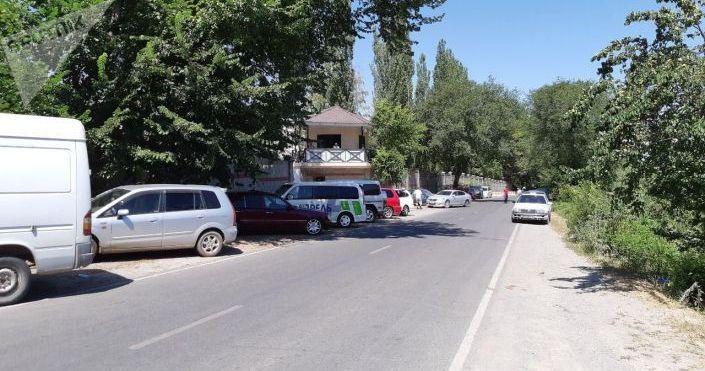 На территории дома бывшего президента Алмазбека Атамбаева готовятся к возможному захвату