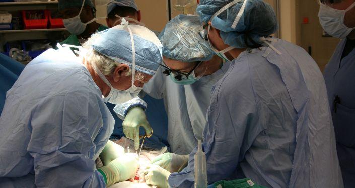 Хирургическая операция, иллюстративное фото