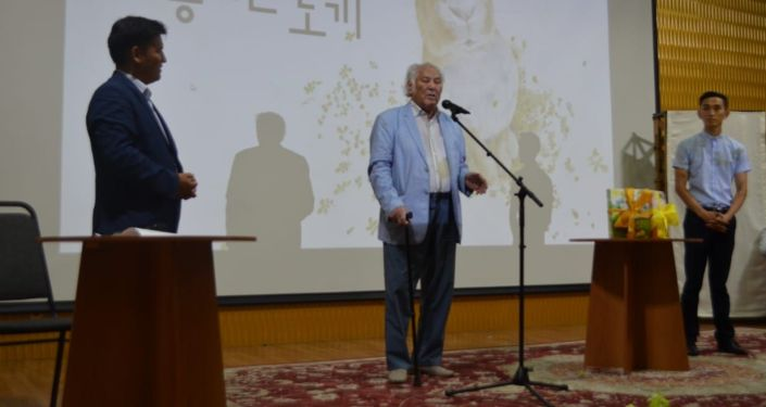 Писатель Дулат Исабеков на презентации книг Мейиржана Жылкыбая
