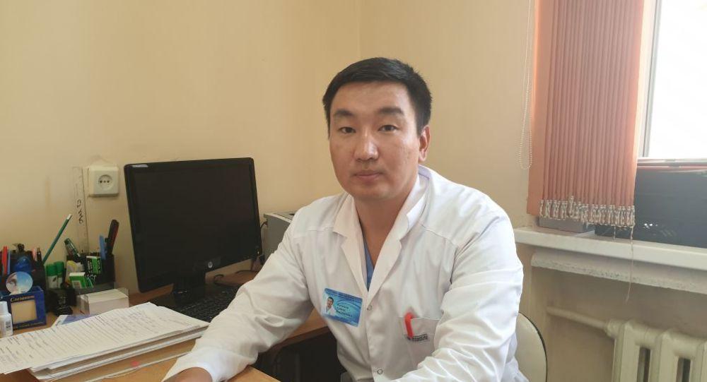 Офтальмолог, микрохирург дәрігер Сұңғат Көпенов