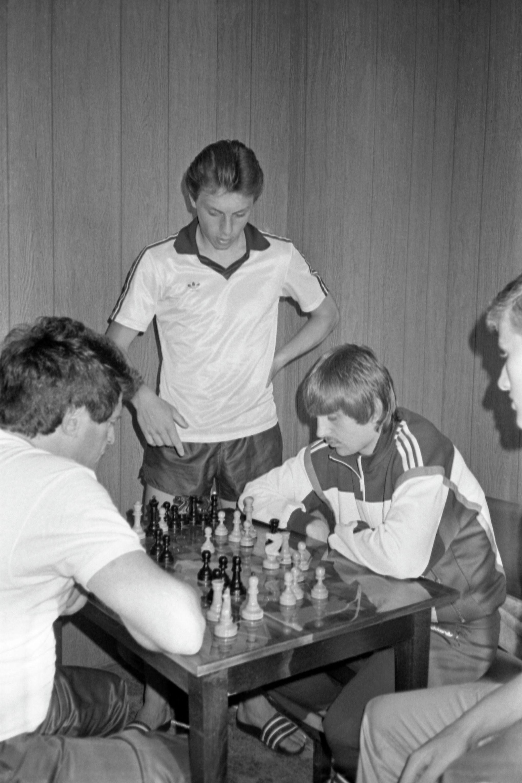 Футболисты ДСО Спартак Валерий Шмаров (слева) и Федор Черенков (справа)