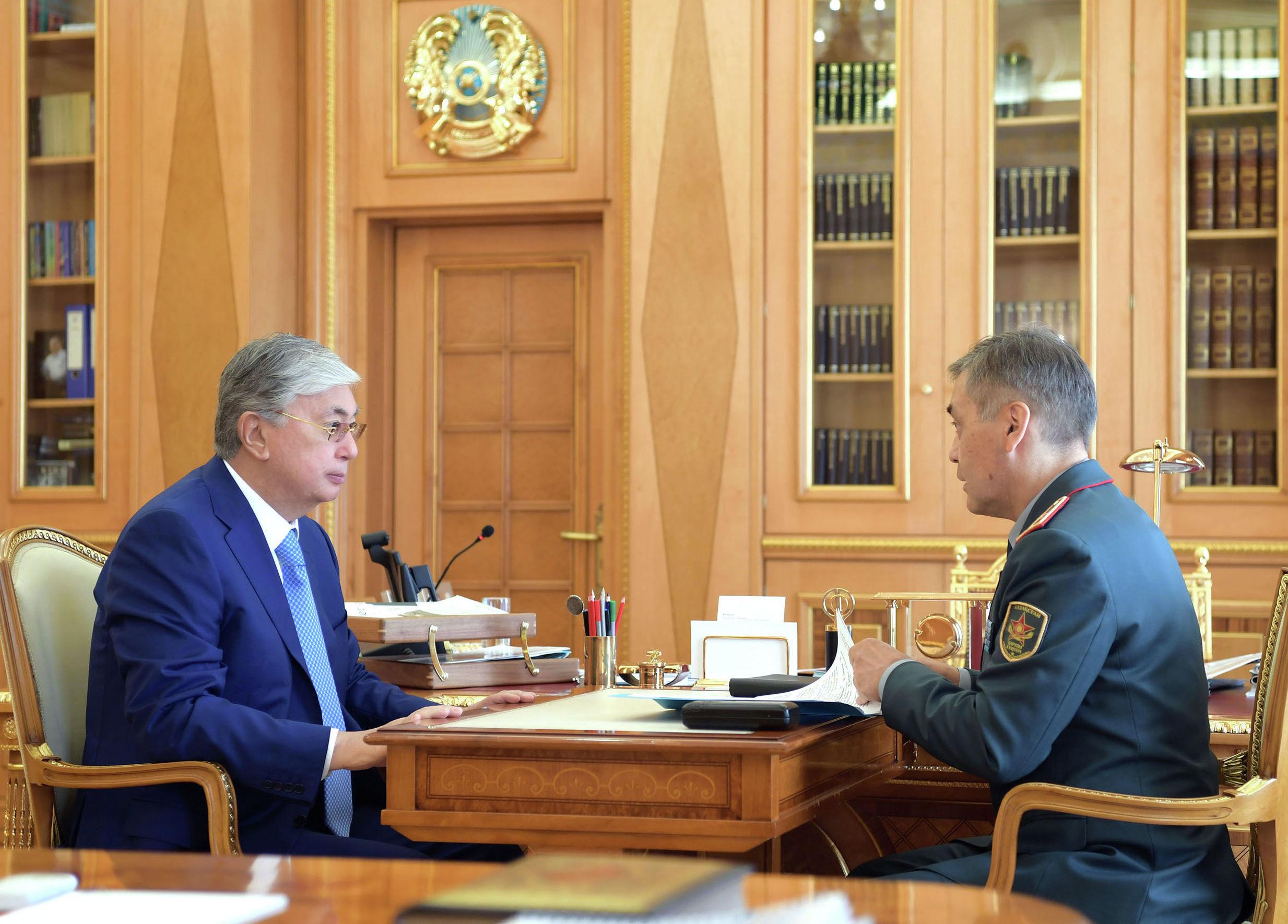 Токаев поручил наградить погибших военнослужащих при взрыве в Арыси