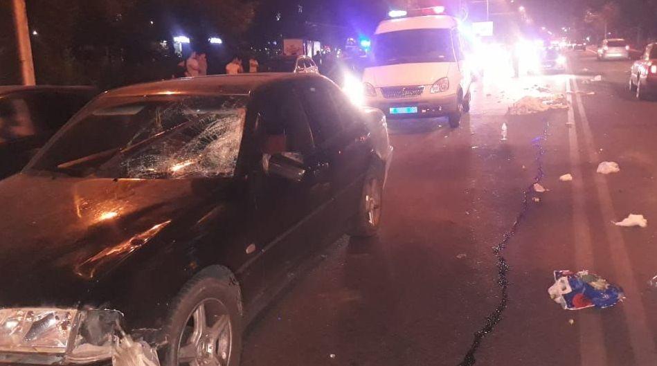 Двух пешеходов сбили в Алматы, один из них погиб