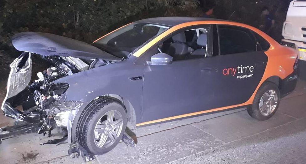 Авто каршеринга, попавшее в аварию на ул. Лавренева