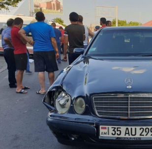 Автомобиль с армянскими госномерами
