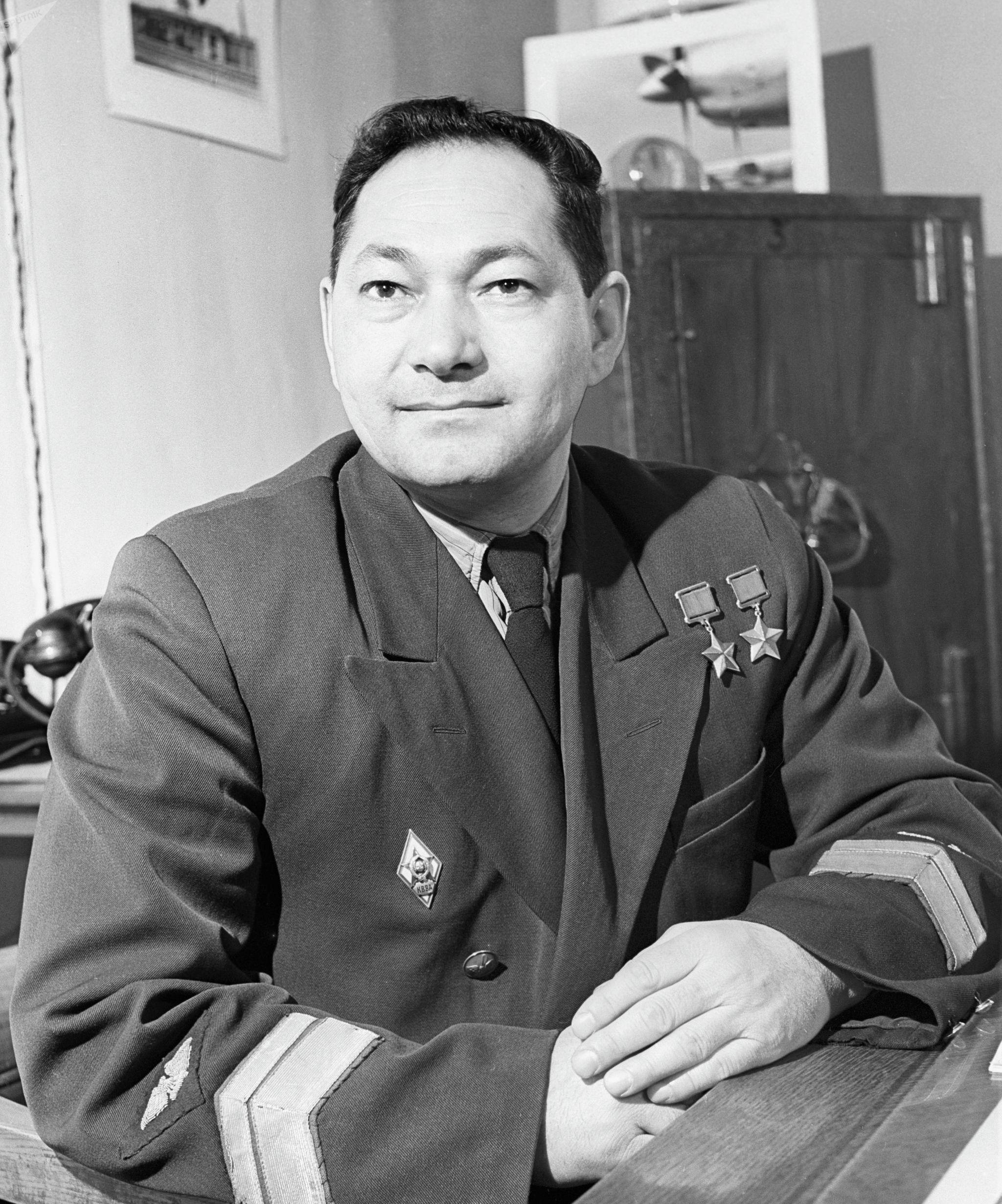 Дважды Герой Советского Союза Талгат Бегельдинов