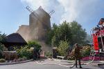 По прибытию выяснилось, что горит кровля пристроенного помещения к ресторану Мельница