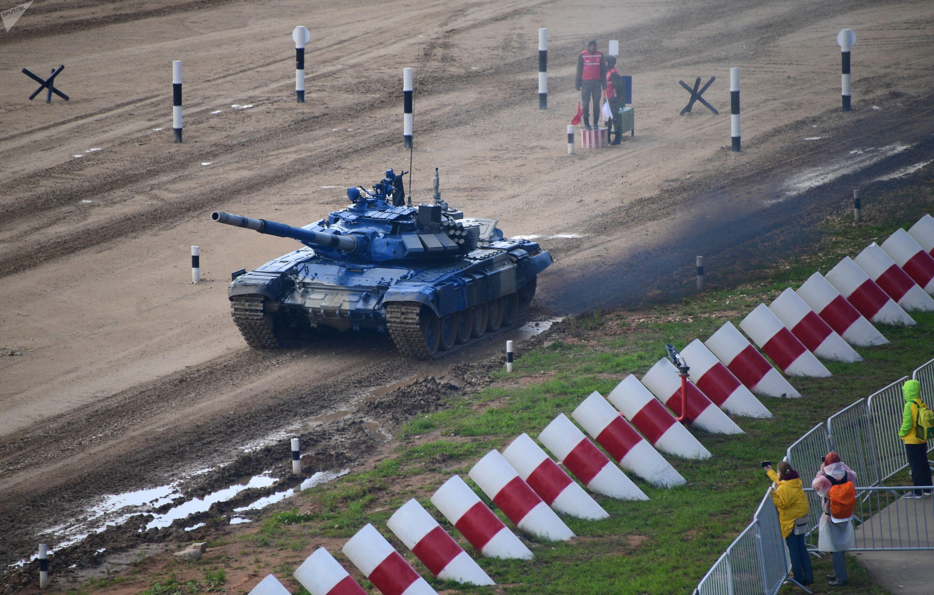 Танк Т-72Б3 команды армии Казахстана на первом этапе Индивидуальной гонки Танкового биатлона